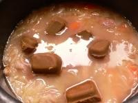 火を止めてルーを入れて溶かし、10分煮込む