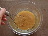 卵を割りほぐす