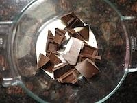 チョコレートを溶かす