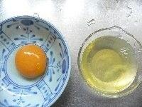 卵を黄身と白身に分ける