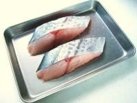 さわらに塩をふり10分おく。