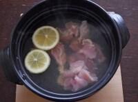鶏肉を煮ます