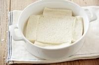 食パンはミミを切り落とす。