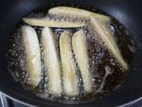 野菜を揚げる