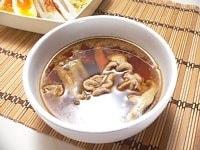 麺をゆでて水で洗って水気を切って、器に盛りつける