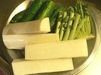 大根は4つ割り 胡瓜の長さは漬ける容器に合わせる