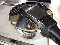 圧力鍋の蓋をして高圧にセットし中火にかける