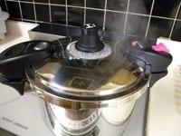 再び、圧力鍋で加熱する