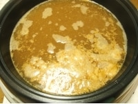 水、味噌、和風顆粒だし、醤油、砂糖、酒、みりんで調味する
