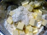 バターを入れ、練りこむ
