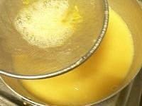 卵液をこす