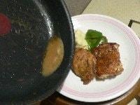 焼き汁でソースを作る