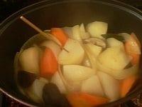 野菜に試し串をする