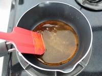 グラニュー糖を鍋にいれ火にかける