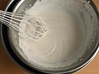 生クリームを泡立てる