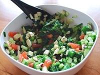 野菜を混ぜ合わせる