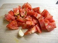 トマトをざく切りにする