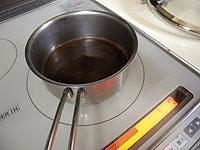 あくを取りながら煮詰め、とろみをつける